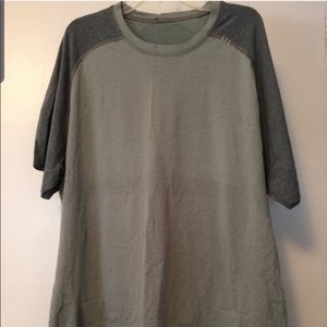 🆕️ Lululemon Tech Short Sleeve Great Condition